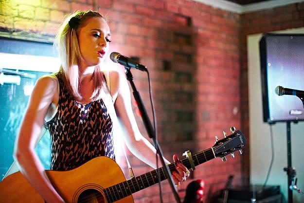 Emily Jane Stancer 15094 Gary Wolstenholme   Sarah Mac: Everyone Knows EP Launch