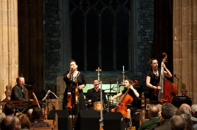 Eliza Carthy2 | Eliza Carthy Band: Sheffield Cathedral