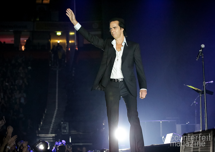 01 Nick Cave Sakura Henderson | Nick Cave & The Bad Seeds: Manchester Arena, Manchester
