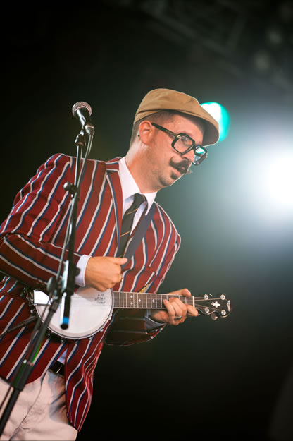 Mr B The Gentleman Rhymer ML11 0292 | The Magic Loungeabout