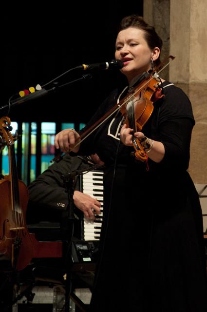 Eliza Carthy4 | Eliza Carthy Band: Sheffield Cathedral