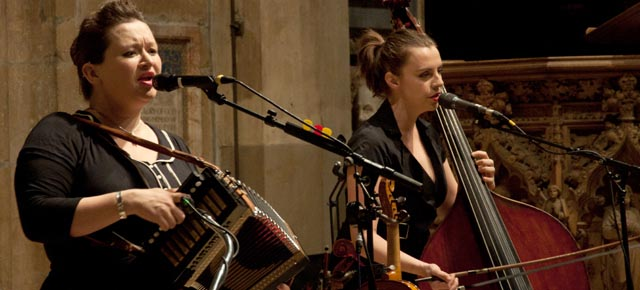 elizabanner | Eliza Carthy Band: Sheffield Cathedral
