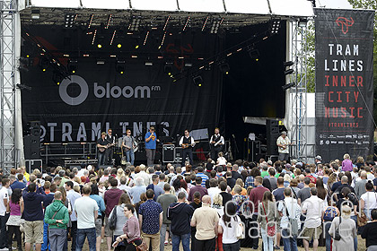Everly Pregnant Brothers Devonshire Green Rich Linley 01   Tramlines Sunday: In Photos