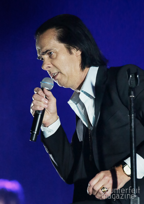 05 Nick Cave Sakura Henderson | Nick Cave & The Bad Seeds: Manchester Arena, Manchester